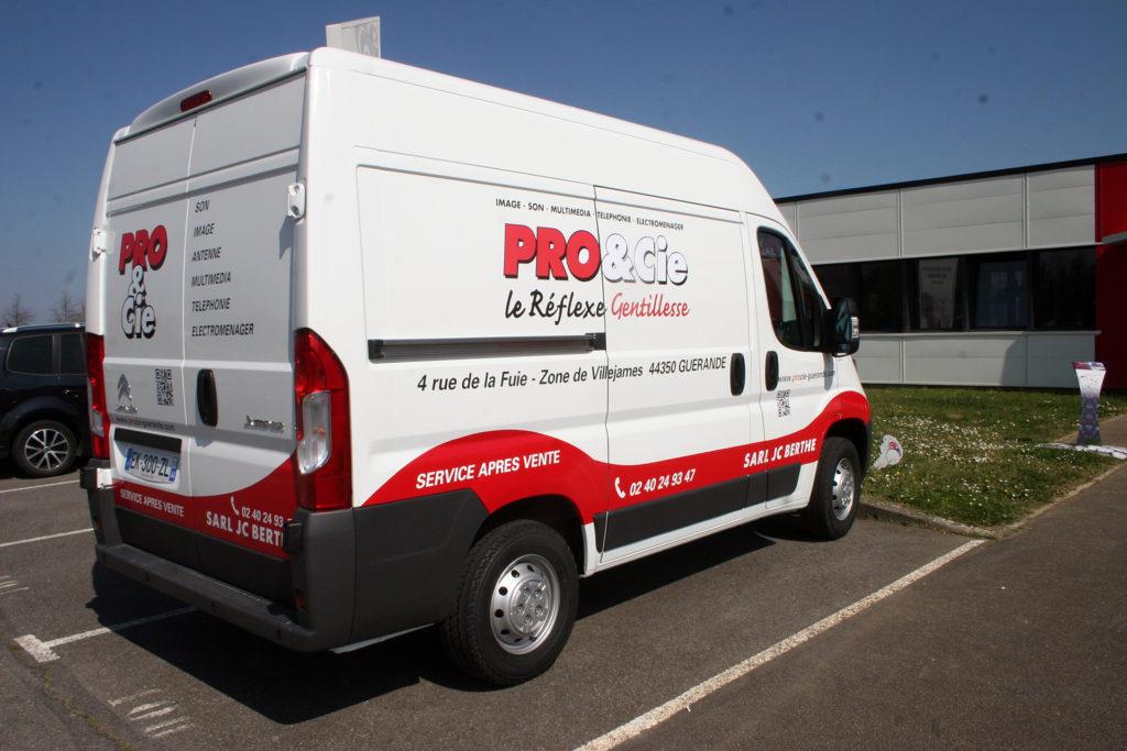 Une réalisation Visuel Original pour le covering de vehicule professionnel de Pro & Cie