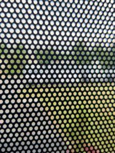 gros plan micro perforé Visuel original