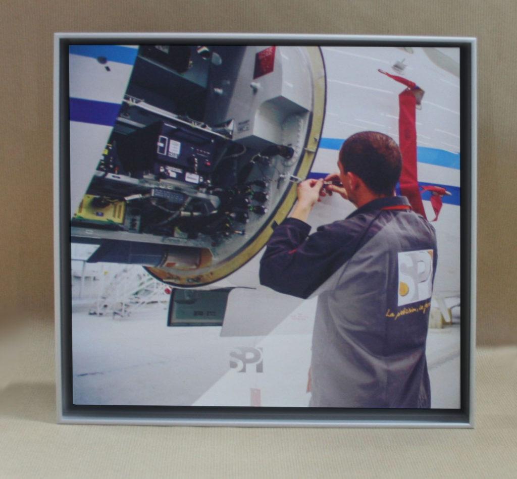 Panneau Cadre décoratif pour l'aeronautique, réalisation visuel original, imprimeur grand format implanté à Saint Nazaire